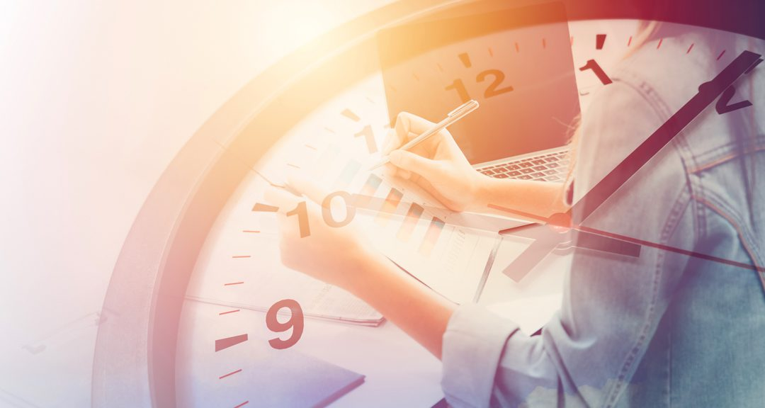Tidrapportering digitalt eller i Excel – vad passar ditt företag bäst?