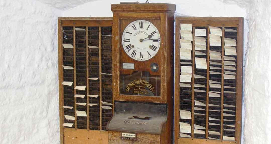 Gammal-stampelklocka-tidrapportering