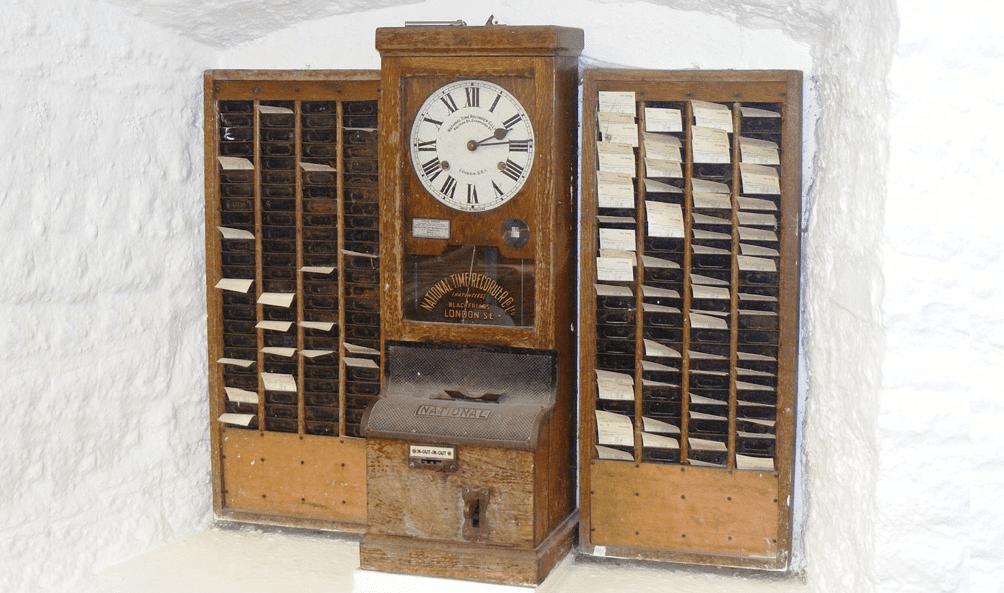 Tidrapporteringens historia – Från tidbok och stämpelklocka till realtids-app